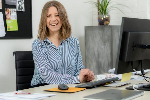 Linda Bernhard in ihrem Büro